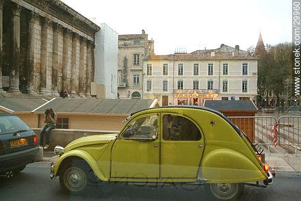 Citroën 2CV in front of La Maison Carrée - Photos of Nîmes - Region of Languedoc-Rousillon - FRANCE. Image #29960