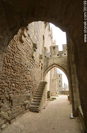 Between two ramparts (defensive walls) - Photos of La Cité de Carcassonne - Departament of Aude, FRANCE. Image #30199