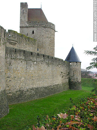 Wall and towers of Carcassonne - Photos of La Cité de Carcassonne - Departament of Aude, FRANCE. Image #30192