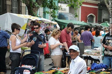 Tristan Narvaja market fair - Photos of the Market Fair in Tristan Narvaja street - Department and city of Montevideo - URUGUAY. Image #31043