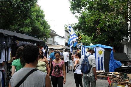 Tristan Narvaja market fair.  - Photos of the Market Fair in Tristan Narvaja street - Department and city of Montevideo - URUGUAY. Image #31083