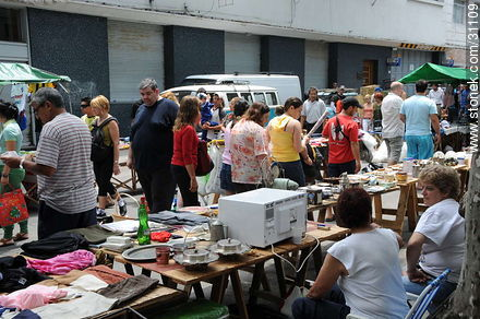 Tristan Narvaja market fair. - Photos of the Market Fair in Tristan Narvaja street - Department and city of Montevideo - URUGUAY. Image #31109