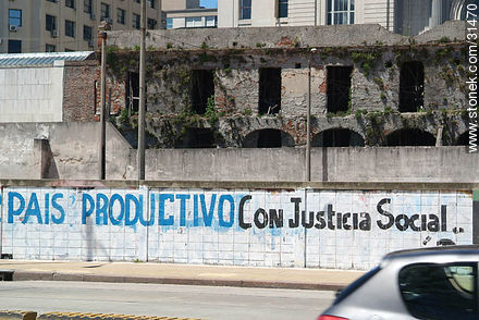 Photos of graffitis painted walls of the city of Montevideo - Department and city of Montevideo - URUGUAY. Image #31470