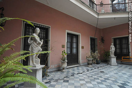 Romantic museum - Photos of the Old City - Department and city of Montevideo - URUGUAY. Image #32261