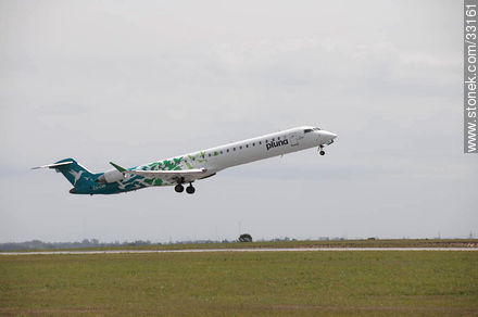 Pluna's Bombardier plane taking off - Photos of the International Airport of Carrasco - Department of Canelones - URUGUAY. Image #33161
