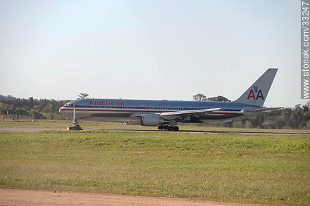 American Airlines por decolar en Carrasco