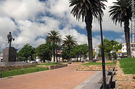 Maldonado square - Photographs of Maldonado City - Department of Maldonado - URUGUAY. Image #33960