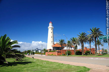 Punta del Este lighthouse - Photos of Peninsula de Punta del Este - Punta del Este and its near resorts - URUGUAY. Image #33997