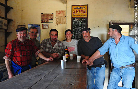 Regular customers - Photos of rural area of Colonia - Department of Colonia - URUGUAY. Image #34913
