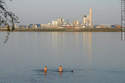 Ubici beach and UPM industrial plant - Photos of Fray Bentos - Rio Negro - URUGUAY. Image #35303