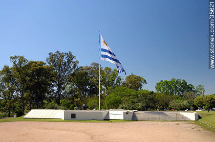 Plaza de la Bandera. Flag square. - Photo of Florida city - Department of Florida - URUGUAY. Image #35621