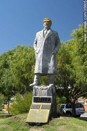 Monument to Jose Batlle y Ordóñez - Photo of Florida city - Department of Florida - URUGUAY. Image #35605