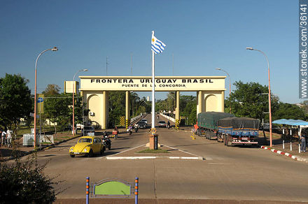Concordia International bridge over Cuareim river - Photos of the City of Artigas - Artigas - URUGUAY. Image #36141