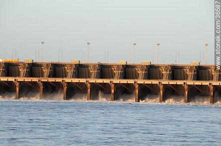 Salto grande hydroelectric dam - Photos of Salto Grande - Department of Salto - URUGUAY. Image #36587