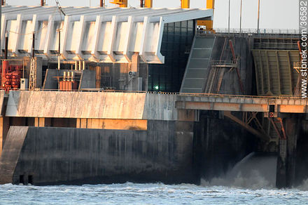 Salto grande hydroelectric dam - Photos of Salto Grande - Department of Salto - URUGUAY. Image #36582