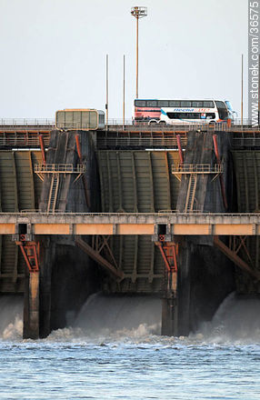Salto grande hydroelectric dam - Photos of Salto Grande - Department of Salto - URUGUAY. Image #36575