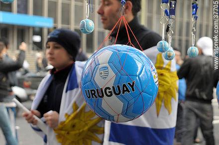 Pass to quarter finals celebration. - South Africa 2010 world championship celebration photos - URUGUAY. Image #37705
