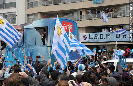 Uruguayan footbal soccer team reception after playing the World Cup in South Africa, 2010. - South Africa 2010 world championship celebration photos - URUGUAY. Image #38105