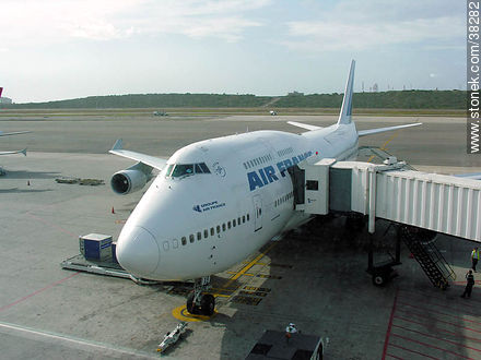 Air France plane in Caracas - Photos of Caracas City - Venezuela - Others in SOUTH AMERICA. Image #38282