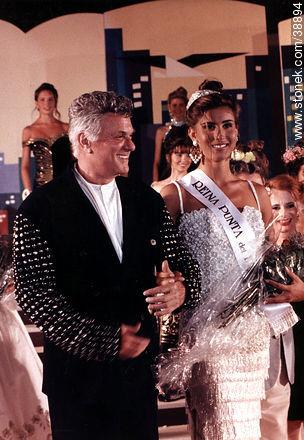 Toni Curtis with Miss Punta del Este 1991 - More photos of Punta del Este - Punta del Este and its near resorts - URUGUAY. Image #38894