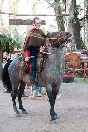 Artigas poncho dress uniform - Photos of Patria Gaucha festivity - Tacuarembo - URUGUAY. Image #39759