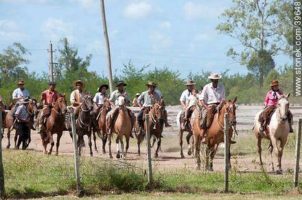 Riders in Patria Gaucha - Photos of Patria Gaucha festivity - Tacuarembo - URUGUAY. Image #39648