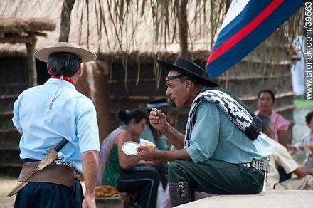 Enjoying an ice cream - Photos of Patria Gaucha festivity - Tacuarembo - URUGUAY. Image #39563