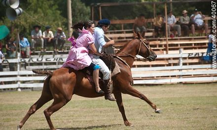 Bride's horse race.  - Photos of Patria Gaucha festivity - Tacuarembo - URUGUAY. Image #40067