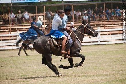 Bride's race.  - Photos of Patria Gaucha festivity - Tacuarembo - URUGUAY. Image #40065