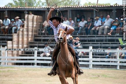 To lasso - Photos of Patria Gaucha festivity - Tacuarembo - URUGUAY. Image #40048