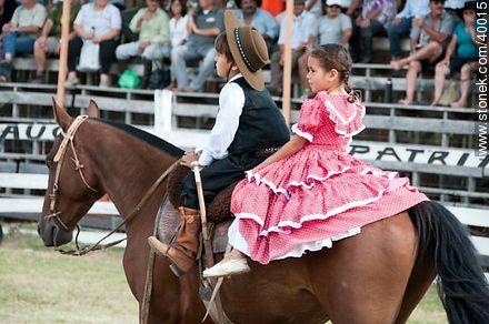 Contest of peasant boys and girls - Photos of Patria Gaucha festivity - Tacuarembo - URUGUAY. Image #40015