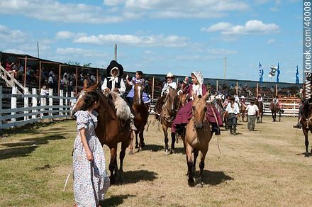 Contest of peasant boys and girls - Photos of Patria Gaucha festivity - Tacuarembo - URUGUAY. Image #40008