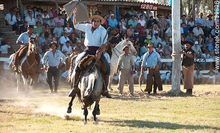 Taming a horse - Photos of Patria Gaucha festivity - Tacuarembo - URUGUAY. Image #39896