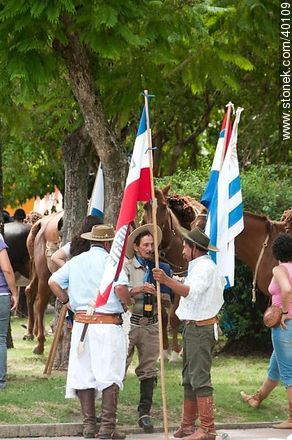 Photos of Native Societies parade - Tacuarembo - URUGUAY. Image #40109