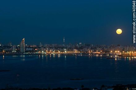 Full moon over the city of Montevideo at dusk - Photos of the ANTEL complex - Department and city of Montevideo - URUGUAY. Image #40648