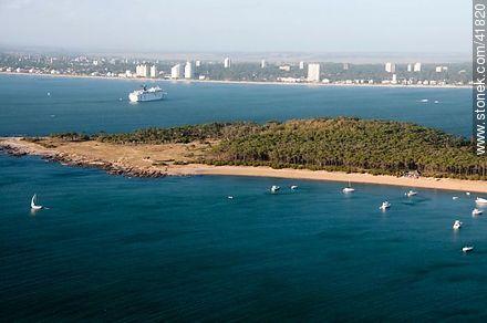 Gorriti Island - Photos of the open sea - Punta del Este and its near resorts - URUGUAY. Image #41820