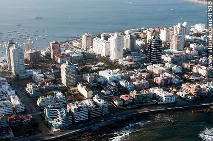 Artigas square in Punta del Este - Photos of Peninsula de Punta del Este - Punta del Este and its near resorts - URUGUAY. Image #41616