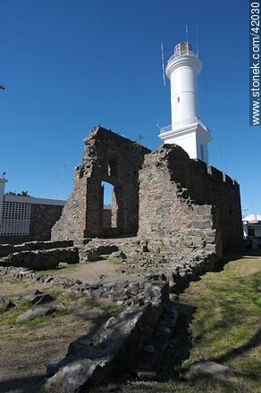 Ruins of the convent of San Francisco Javier. Lighthouse of Colonia del Sacramento. - Photos of Colonia del Sacramento - Department of Colonia - URUGUAY. Image #42030