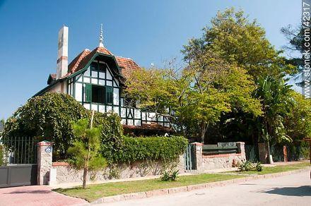 Potosí St. - Photos of Carrasco quarter - Department and city of Montevideo - URUGUAY. Image #42317