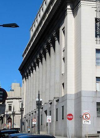Banco de la República - Photos of the Old City - Department and city of Montevideo - URUGUAY. Image #42539