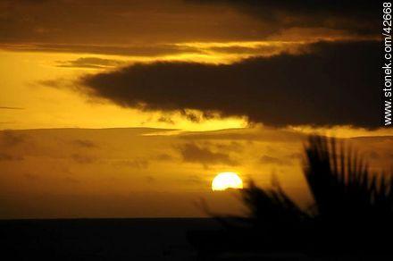 Sunset behind the clouds. - Photos of Piriapolis - Department of Maldonado - URUGUAY. Image #42668
