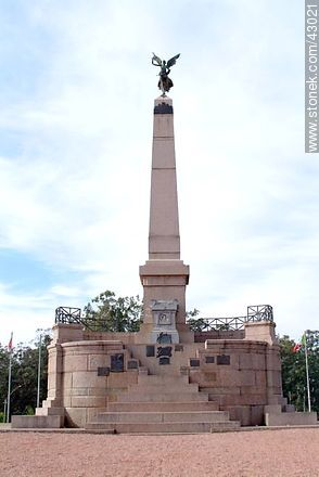 Obelisk of Las Piedras - Photos of city of Las Piedras - Department of Canelones - URUGUAY. Image #43021