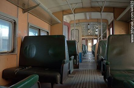Inside an old railway wagon - Photos of a railorad trip - Department and city of Montevideo - URUGUAY. Image #44923