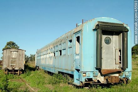 Empalme Olmos.  Sudriers railroad station. Rail cars have been abandoned. - Photos of Empalme Olmos - Department of Canelones - URUGUAY. Image #45593