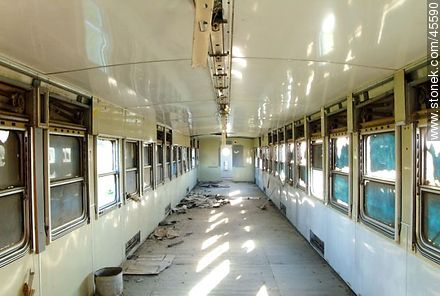 Rail cars have been abandoned. - Photos of Empalme Olmos - Department of Canelones - URUGUAY. Image #45590