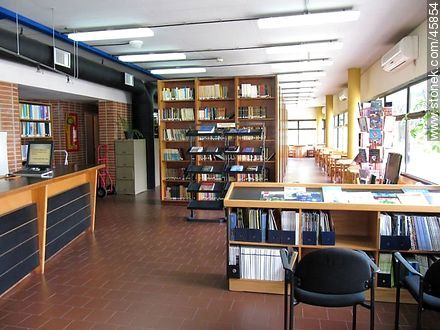 Library of the Faculty of Science - Photos of Euskalerría quarter - Department and city of Montevideo - URUGUAY. Image #45854