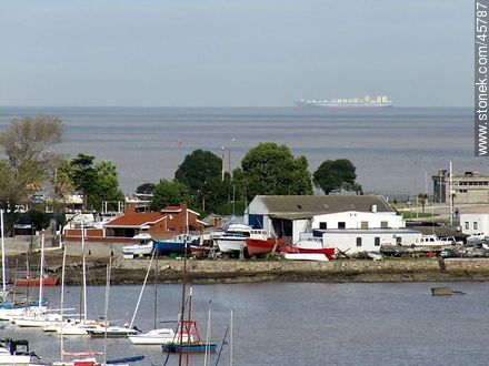 Cargo ship on the horizon - Photos of Buceo quarter - Department and city of Montevideo - URUGUAY. Image #45787