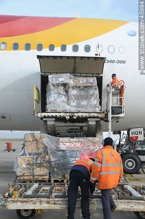 Air Cargo - Photos of the International Airport of Carrasco - Department of Canelones - URUGUAY. Image #45984