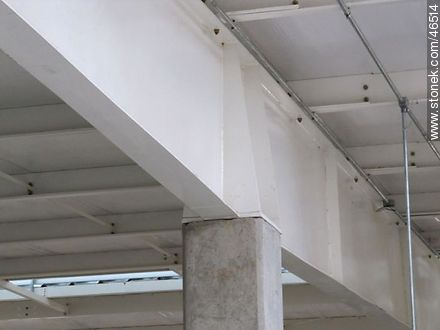Girder over column - Photographic stock - MORE IMAGES. Image #46514