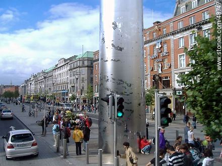 Monument of Light. Spire of Dublin on O'Connell Street. The Happy King House. - Photos of Dublin - Ireland - BRITISH ISLANDS. Image #48747